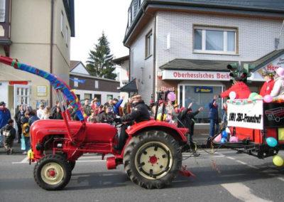 Unser Porsche Traktor in Fahrt beim Faschingsumzug